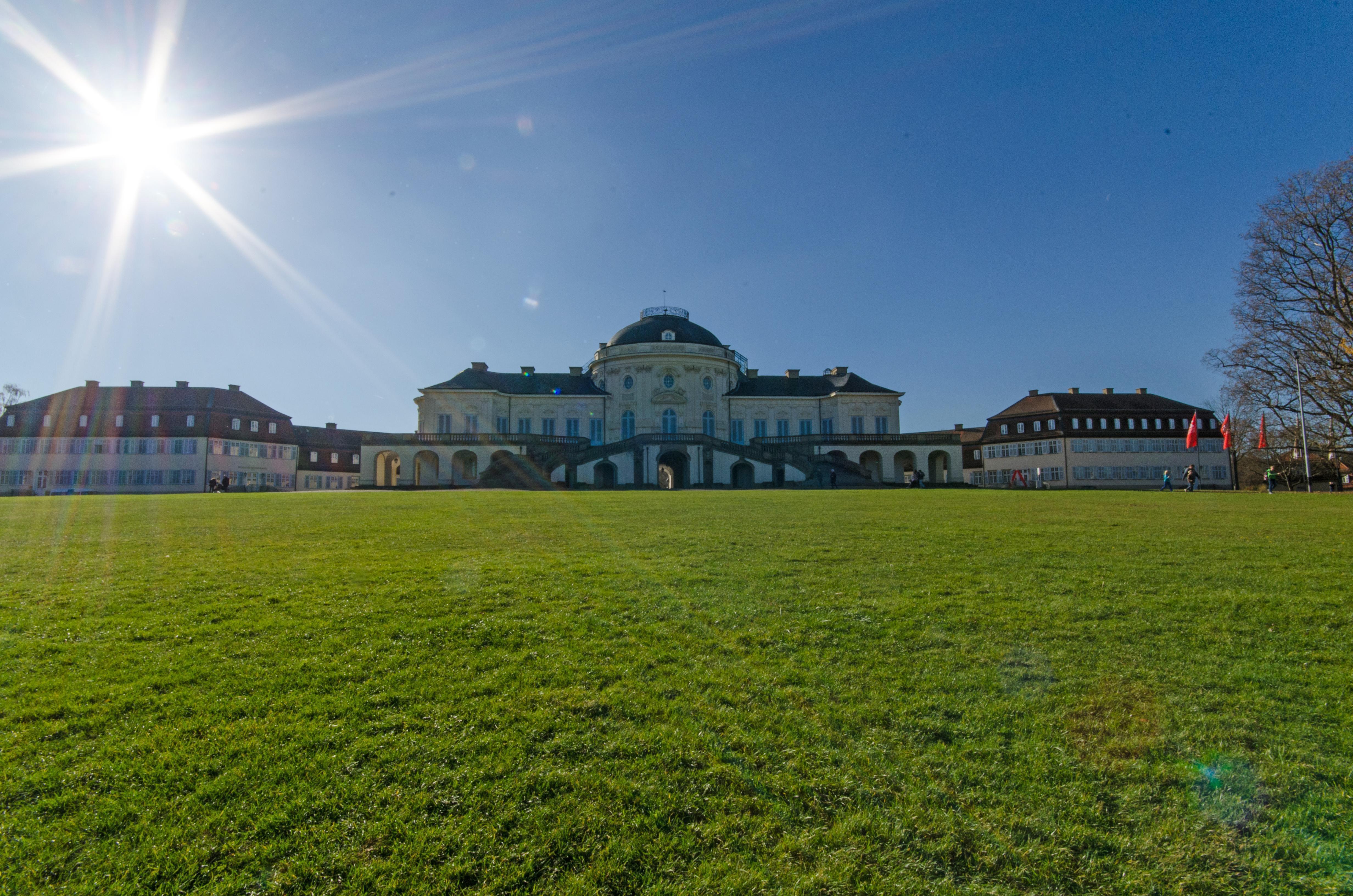 Schloss Solitude im Herbst, Foto: Staatliche Schlösser und Gärten Baden-Württemberg, Norbert Stadler