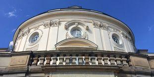 Inschrift an der südlichen Seite der Schlossdurchfahrt von Schloss Solitude, Foto: Staatliche Schlösser und Gärten Baden-Württemberg, Petra Schaffrodt
