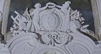 Monogram of Duke Carl Eugen above the south door to the White Hall. Image: Staatliche Schlösser und Gärten Baden-Württemberg, Andrea Rachele