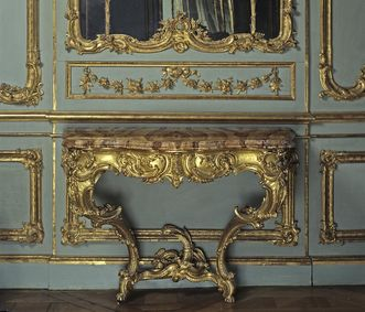 Gilded console table in Duke Carl Eugen's apartment in Solitude Palace. Image: Staatliche Schlösser und Gärten Baden-Württemberg, Andrea Rachele