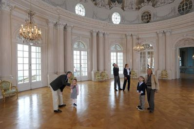 Solitude Palace, Visitors in the hall