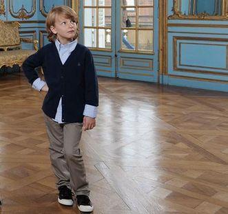 Junge bei Besichtigung der Innenräume von Schloss Solitude; Foto: Staatliche Schlösser und Gärten Baden-Württemberg, Niels Schubert